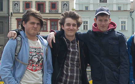 Mostečtí středoškoláci, autoři písně o másle (zleva Ladislav Faltys, Martin Rufer, Marek Fux)