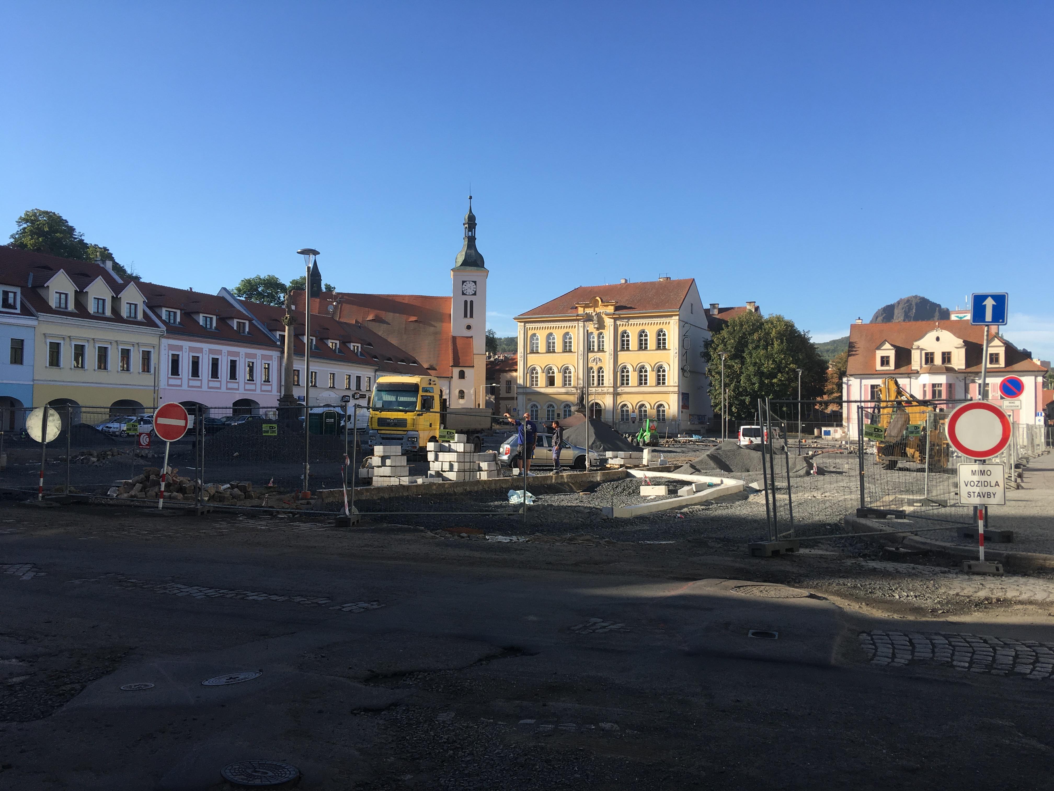 Rekonstrukce náměstí v Bílině se protáhne nejméně o dva měsíce