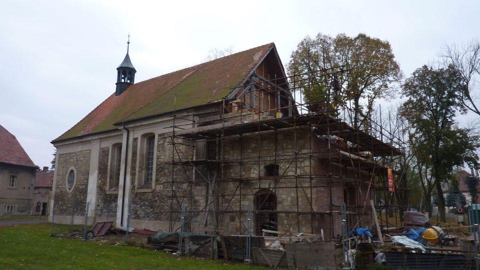Rekonstruovaný kostel - Lenešice