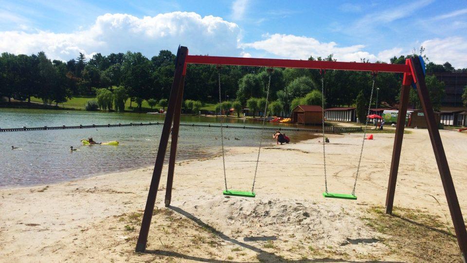Kamencové jezero v Chomutově konečně zahájilo letní sezónu