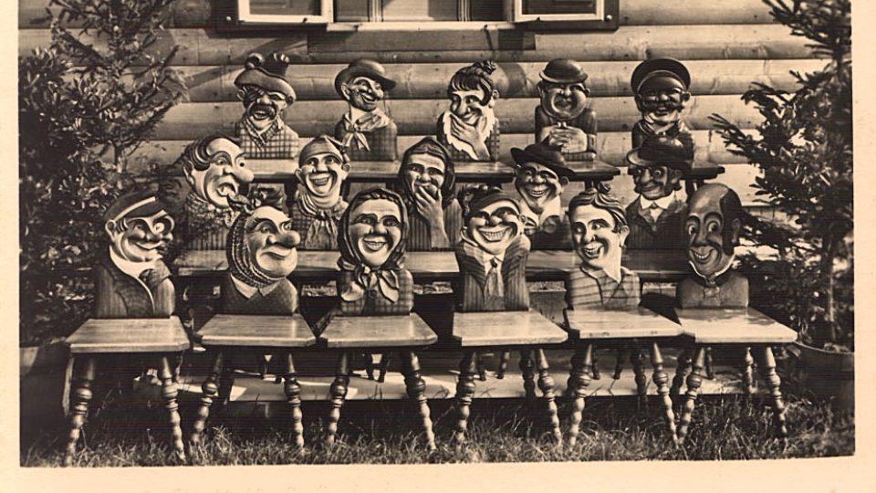 Další z dobových pohlednic ze 30. let. Mnohé z techto židlí se nedochovaly