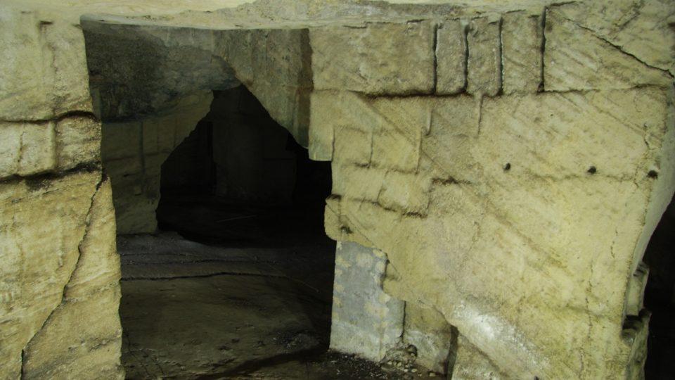 Starověký etruský vápencový lom nedaleko Tarquinií ve střední Itálii