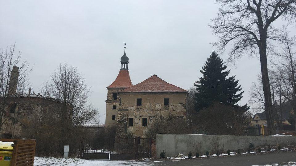 Zámek v Mirošovicích by měl sloužit podnikatelům. Obec tam plánuje kanceláře a restauraci se sálem