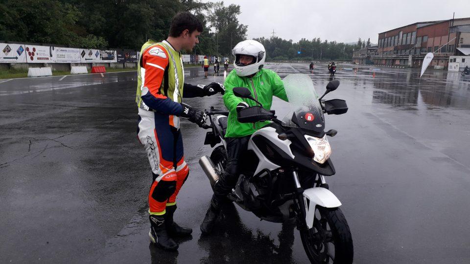 Motorkáři zlepšovali své dovednosti na okruhu v Sosnové