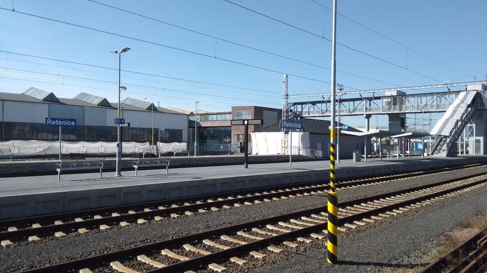 Opravená nástupiště v Řetenicích
