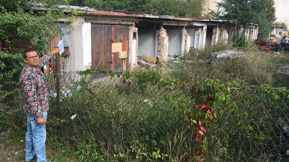Garážový dvůr v Marxově ulici chce město zdemolovat