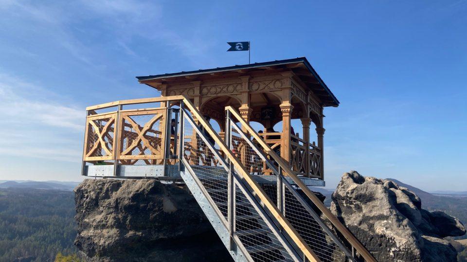 Altán na Mariině vyhlídce vyhlídce v Českém Švýcarsku už je kompletně hotový
