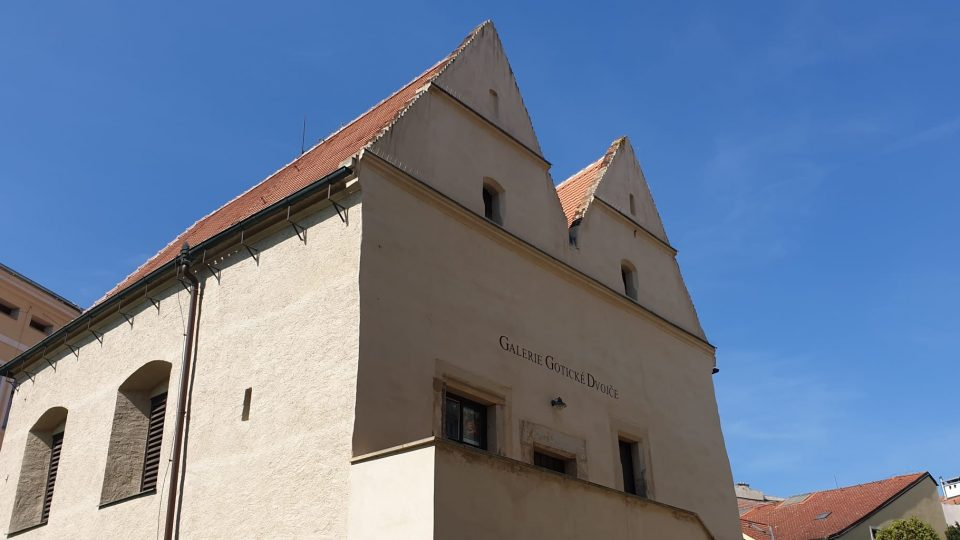 Litografická dílna síldlí v historickém domě Gotické dvojče