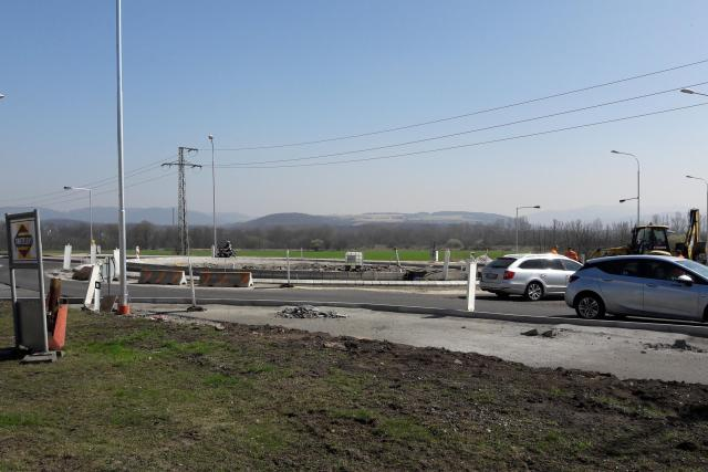 Stavba nové okružní křižovatky v Přestanově na Ústecku  (10. 4. 2018) | foto: Jan Bachorík