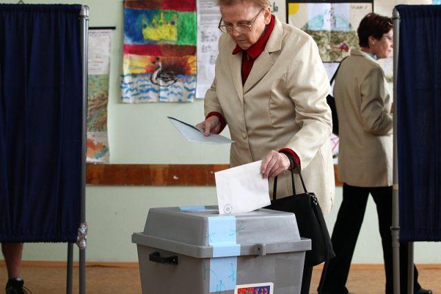 Lidé volí své kandidáty do Evropského parlamentu