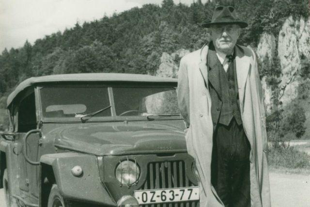 Prof. Absolon na exkurzi v Moravském krasu,  červen 1957  (z archivu V. Absolonové a J. Rubína)   foto:  archiv