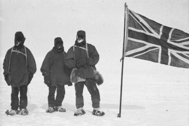 Antarktická expedice polárníka Ernesta Shackletona nebyla úspěšná, jejímu vůdci však vynesla renomé gentlemana i sochu v Londýně