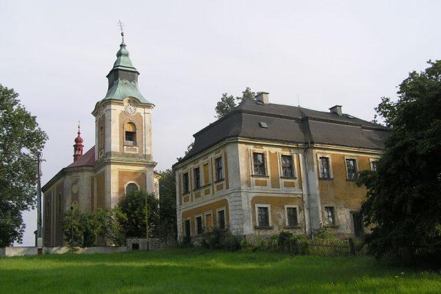 Kostel sv. Jana Nepomuckého ve Starých Křečanech