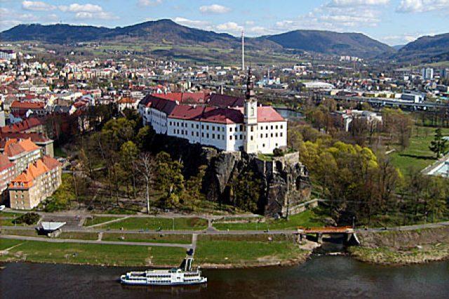Pohled na děčínský zámek z Pastýřské stěny