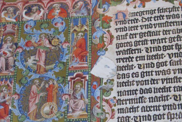 Detail úvodní iluminace knihy Genesis Bible Václava IV.