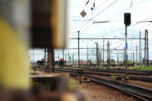 Koleje na pardubickém nádraží zejí prázdnotou
