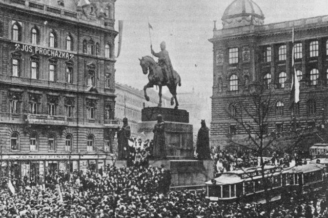 28. říjen 1918 na Václavském náměstí | foto:  neznámý,   volné dílo