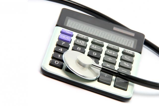 Stetoskop a kalkulačka (ilustr. obr.)