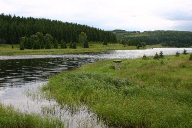 Vodní nádrž Fláje v místech, kde stávala zaniklá obec stejného jména