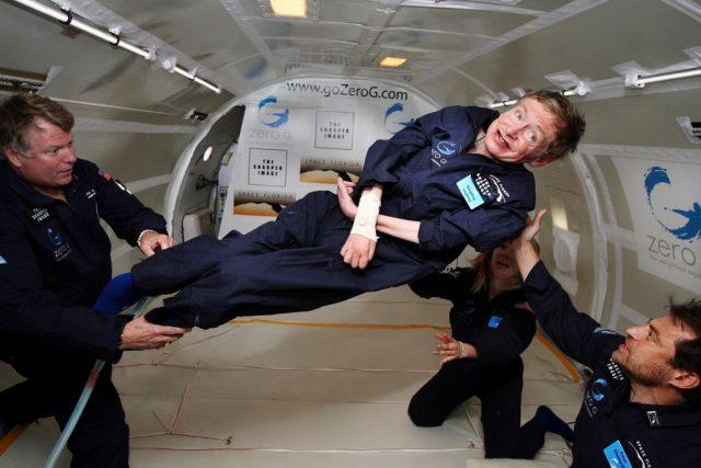 Fyzik Stephen Hawking v beztížném stavu