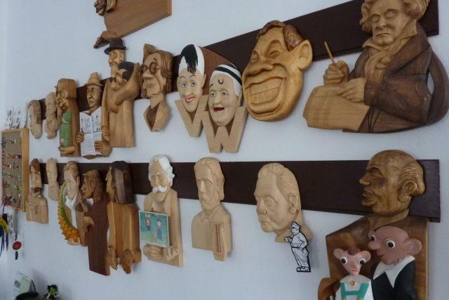 Výstava dřevořezeb v jiřetínské galerii