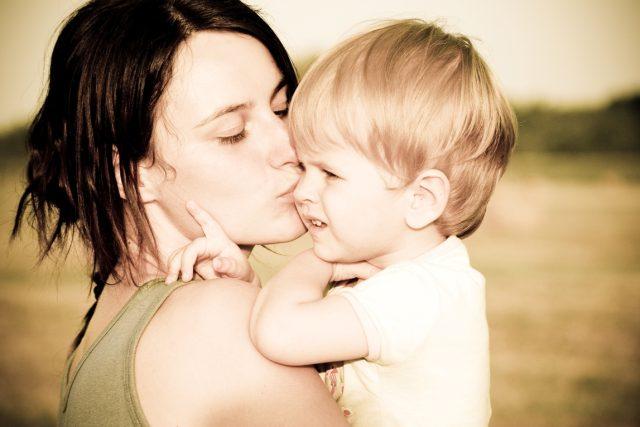 Matka s dítětem - ilustrační foto