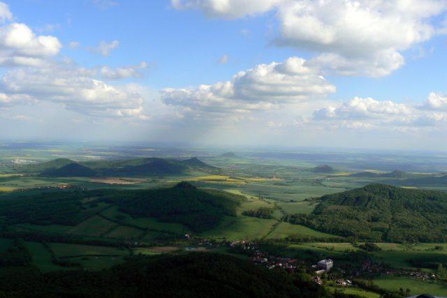 Pohled na České středohoří z Milešovky