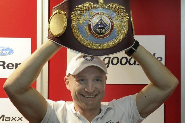 Pás pro mistra světa bude boxer Lukáš Konečný hájit proti Rusovi Bajsangurovovi.