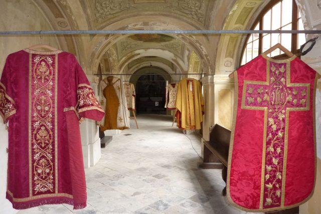 Bohoslužebná roucha v rumburské loretě
