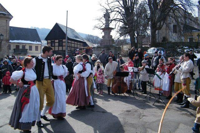 Velikonoční jarmark v Zubrnicích přilákal stovky návštěvníků