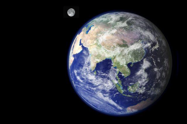 Planeta Země a Měsíc