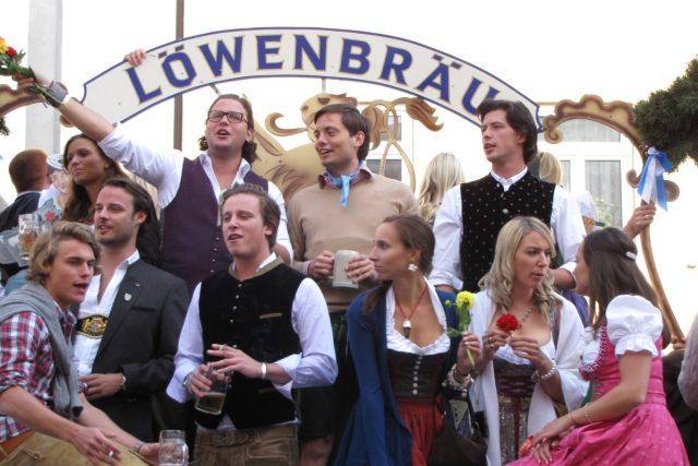 V posledních letech si Oktoberfest znovu oblíbili mladí Mnichované