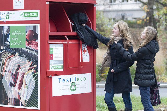 Tříděný odpad, kontejner, textil, recyklace (ilustrační foto)