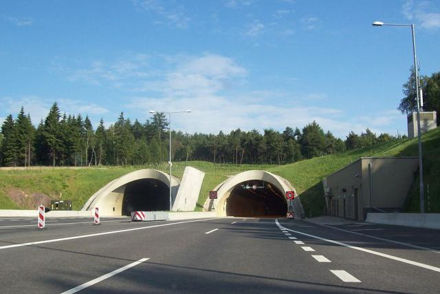 Severní portály tunelu Panenská na dálnici D8