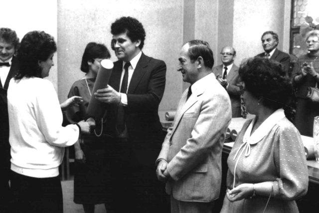 Karel Kvapil (vlevo) a Ján Riško, oba v určité době ústřední ředitelé Československého rozhlasu