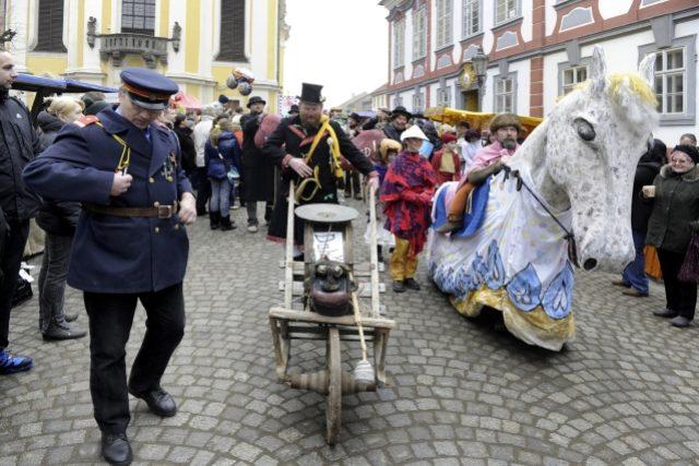 Na tradiční masopustní oslavy v Úštěku na Litoměřicku dorazily stovky lidí
