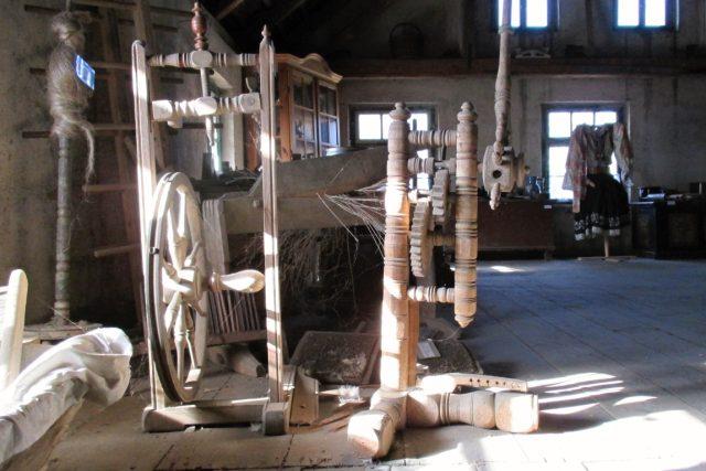 Originální půdní muzeum venkovských řemesel v Miřkově - kolovrat | foto: Pavel Halla