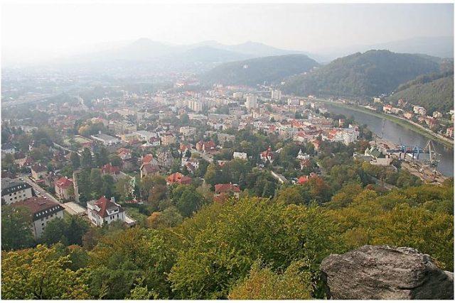 Děčín z Císařské vyhlídky na Stoličné hoře | foto:  Prazak,  linence Creative Commons Attribution-ShareAlike 2.5 Generic