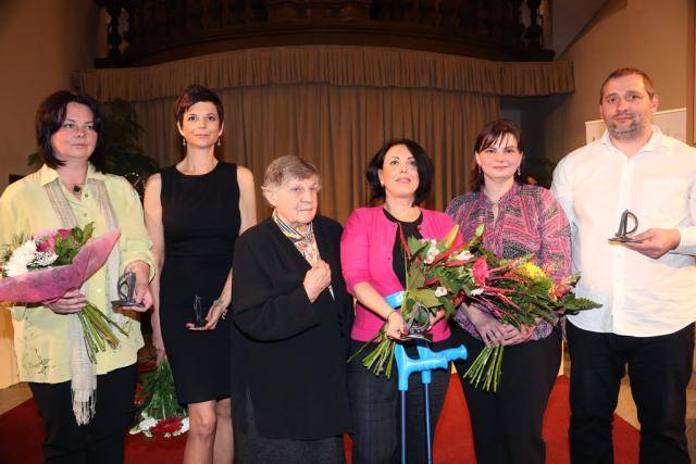 Držitelé ceny Křesadlo: Kamila Prchalová,  Edita Kunertová,  Milada Bučková,  Renata Kunešová a manželé Miriam a Ondřej Žákovi  (zleva) | foto: Stanislava Petele