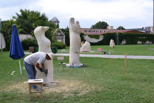 U kostela Nanebevzetí Panny Marie vzniká 5 nových soch