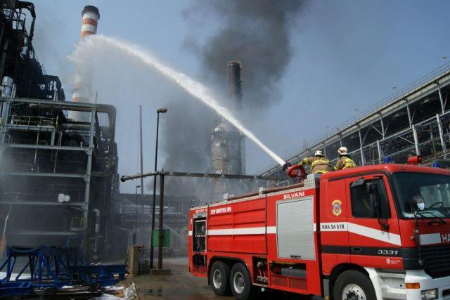 Hasičům se podařilo dostat pod kontrolu požár v areálu chemičky Unipetrol v Záluží u Litvínova na Mostecku
