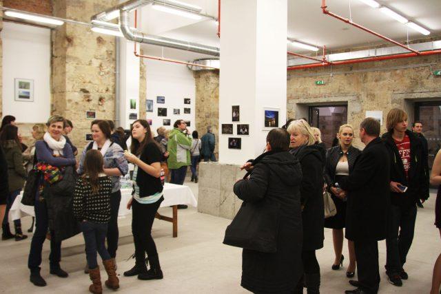 Vernisáž výstavy mladých fotografů