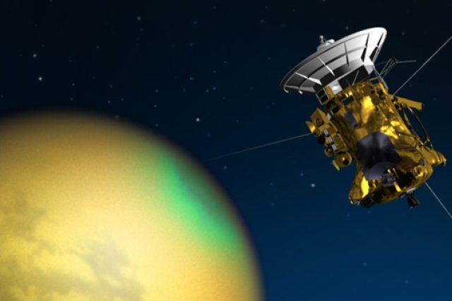 Americká sonda Cassini už více než 11 let obíhá kolem Saturnu