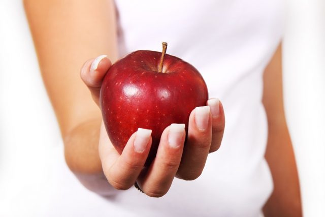 """Alergikové už mají většinou """"vychytané"""", jestli jablka nesmějí jíst vůbec, nebo konzumaci některých odrůd snášejí dobře"""