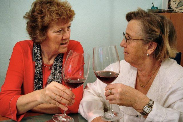 Víno mají rády ženy snad v jakémkoliv věku   foto: Fotobanka Pixabay
