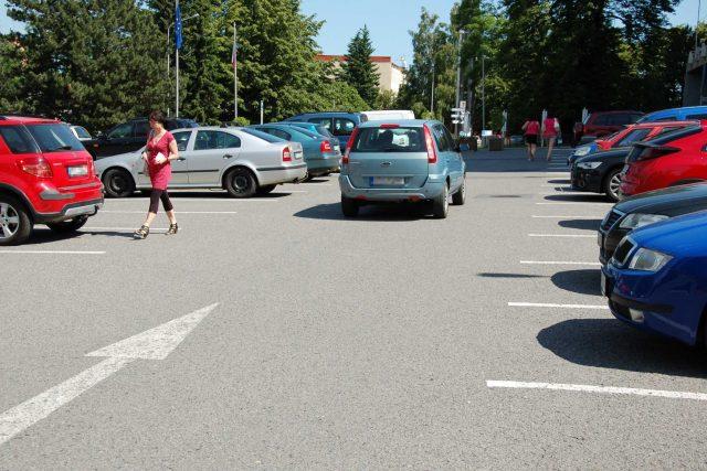 Parkoviště u kopřivnické radnice | foto: Michal Polášek