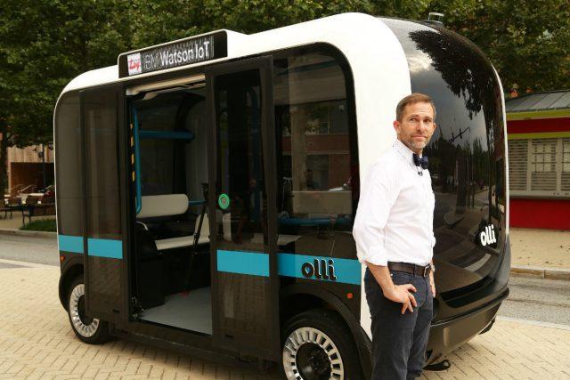 Firmy IBM a Local Motors vyvinuly elektrický minibus bez řidiče s názvem Olli