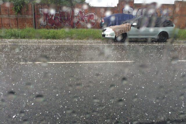 Na Třeboňsku doprovázely bouřky také kroupy.