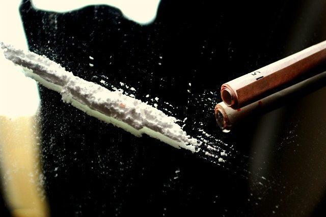 drogy - kokain - pervitin - šňupání - šňupat