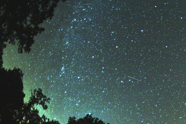 Perseidy budete moct pozorovat už dnes v noci. | foto:  CC BY-SA 3.0,  Brocken Inaglory